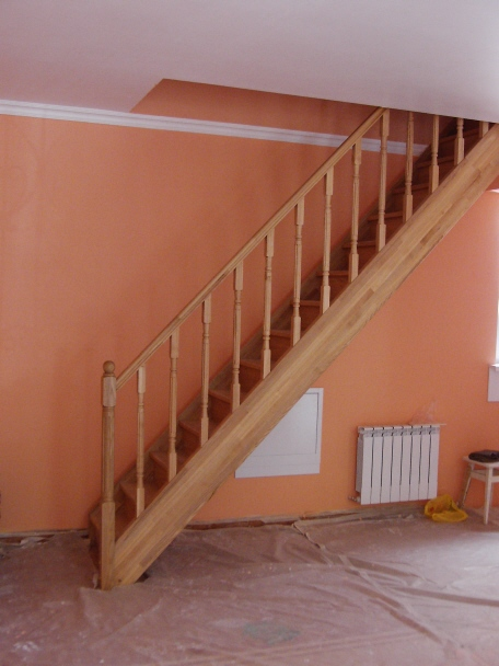 Лестница на второй этаж из металла прямая